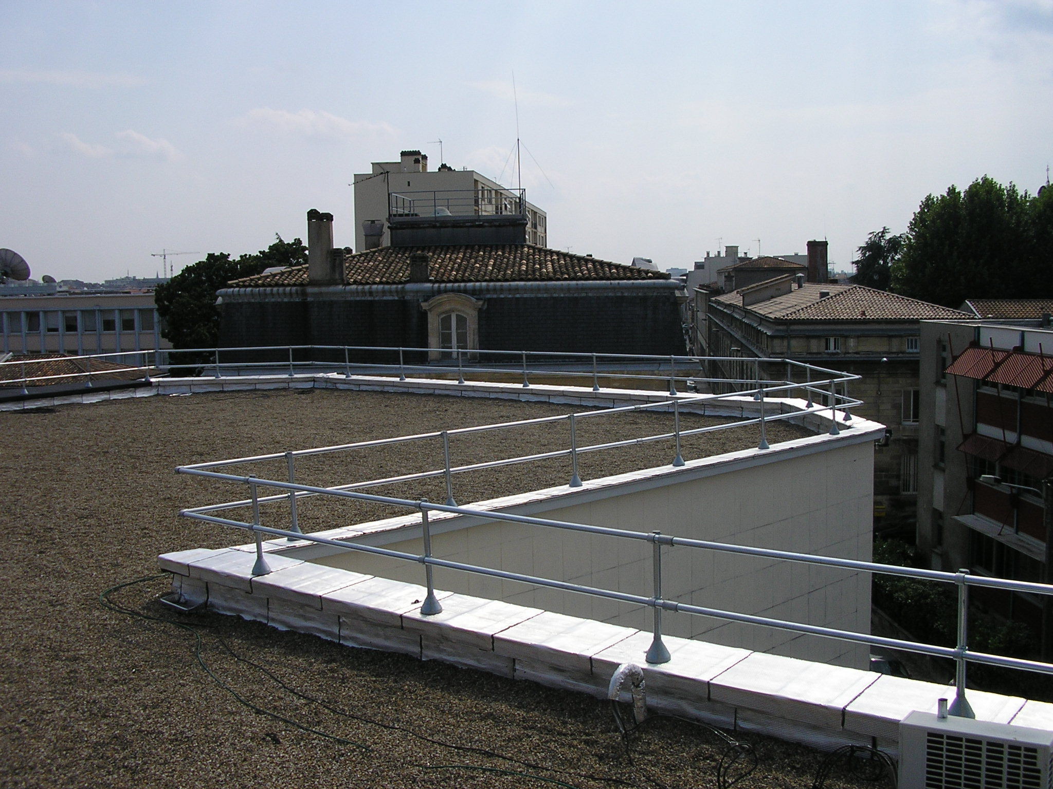 KeeKlamp_Topfixed_Parapet_Protection